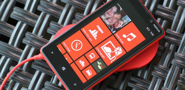 Nokia Lumia 820 con Windows Phone 8