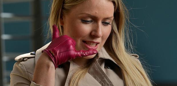 O2 lanza guantes para hablar por teléfono