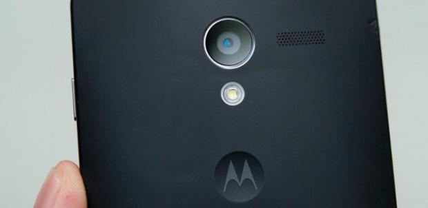 Eric Schmidt muestra el nuevo Moto X