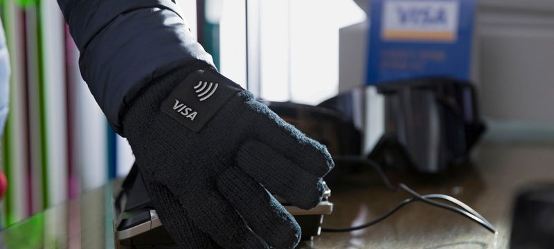 Visa wearables NFC guantes