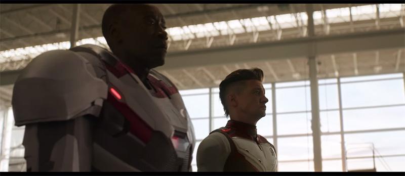Avengers Endgame hawkeye traje