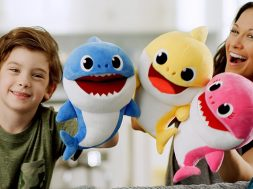 Pinkfong Baby Shark Song Puppets WowWee