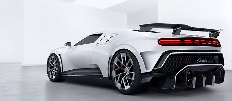 Bugatti Centodieci atras costado