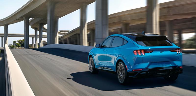 Ford Mustang Mach-E atras