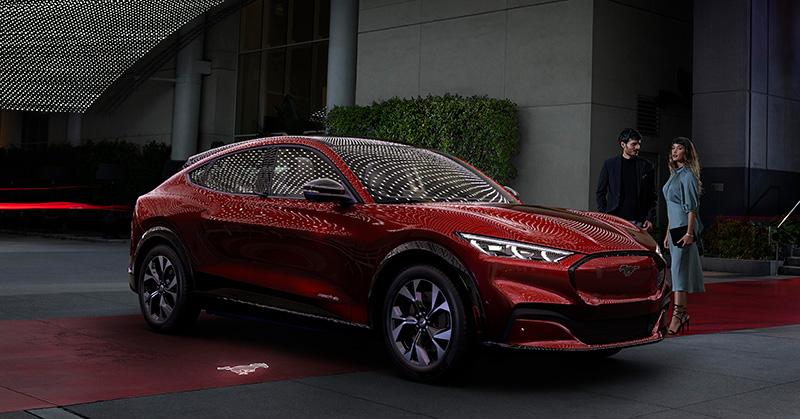 Ford Mustang Mach-E costado