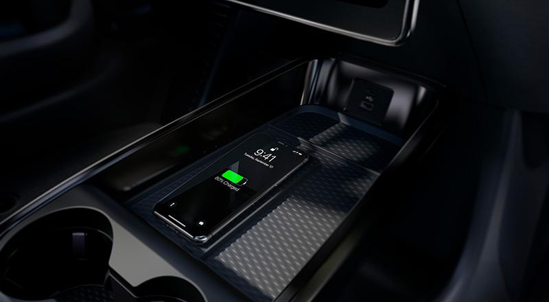 Ford Mustang Mach-E tecnologia Qi
