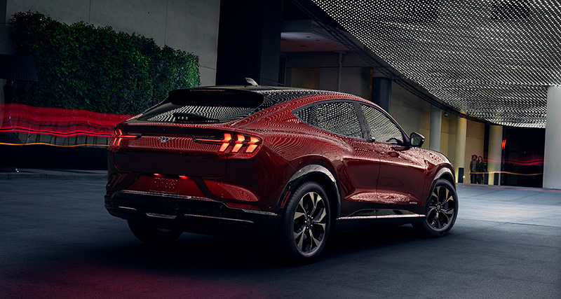 Ford Mustang Mach-E trasera