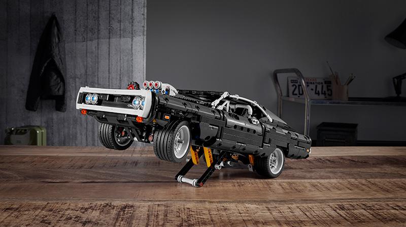 LEGO Dodge Charger RT Dominic Toretto llanta