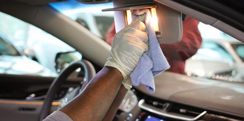 Limpiar auto interior COVID-19 plasticos