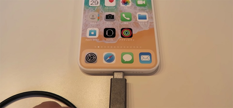 iPhone 13 mock-up USB-C