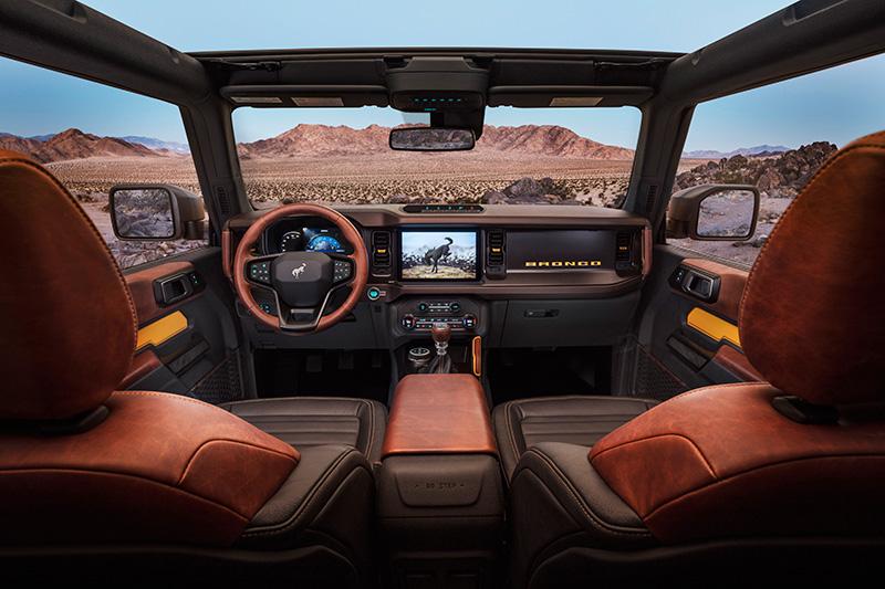 Ford Bronco 2 + 4 interior