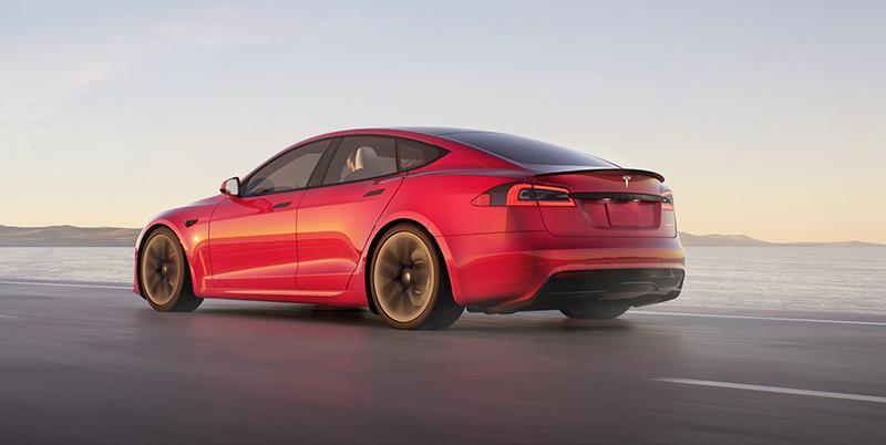 Tesla Model S 2021 atras