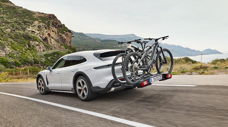 Porsche Taycan Cross Turismo portabicicletas electricas