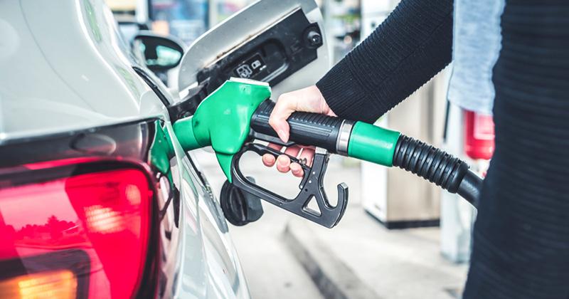 Los autos que ofrecen el mejor rendimiento en gasolina en 2021