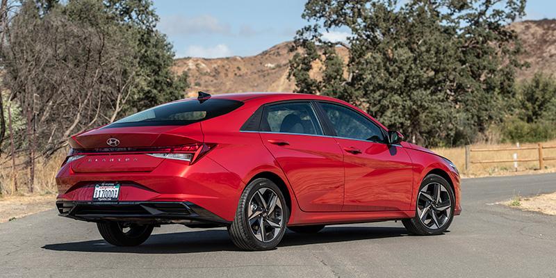 Hyundai Elantra 2022 anuncio atras