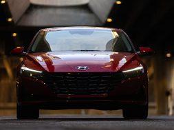 Hyundai Elantra 2022 anuncio frente