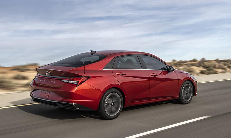 Hyundai Elantra 2022 trasera