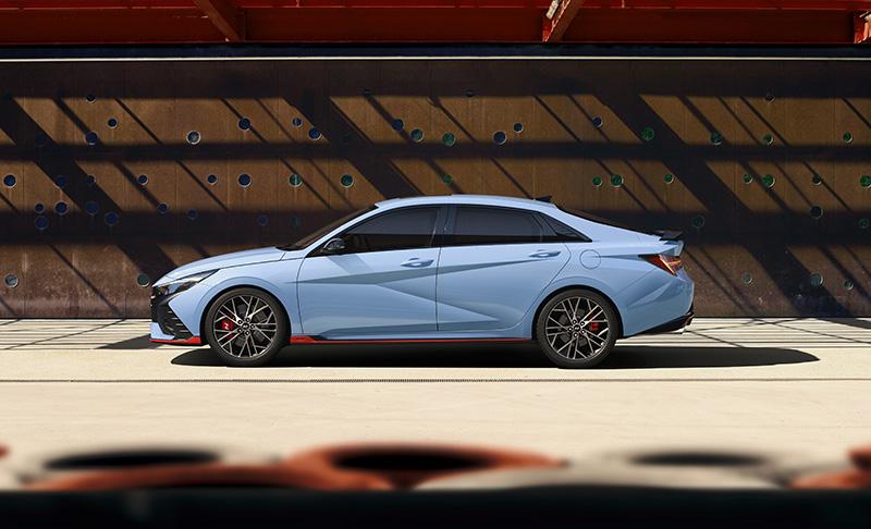 Hyundai Elantra N 2022 lado