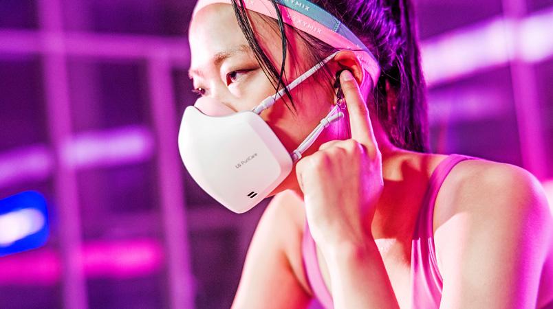 La nueva LG PuriCare Wearable Air Purifier con micrófono y altavoz