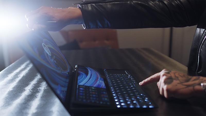 ASUS Zenbook Duo UX482 ScreenPad Plus