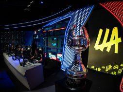 INFINITY Liga Latinoamerica de League of Legends trofeo
